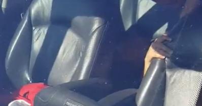 Cornudo grabando a su esposa en el coche